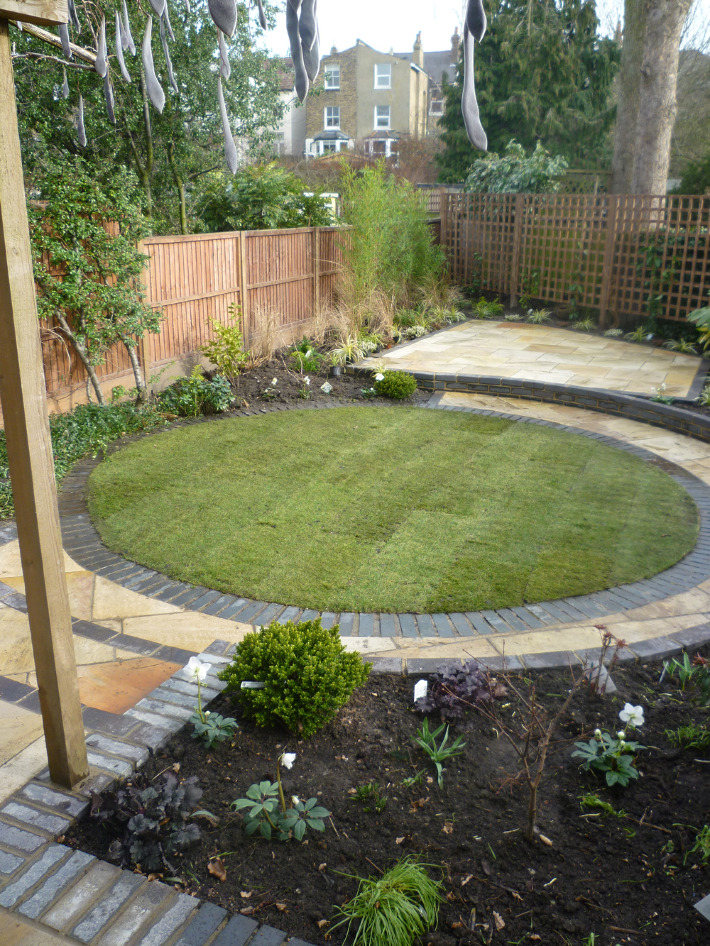 Se15 origin landscapes for Circular garden decking